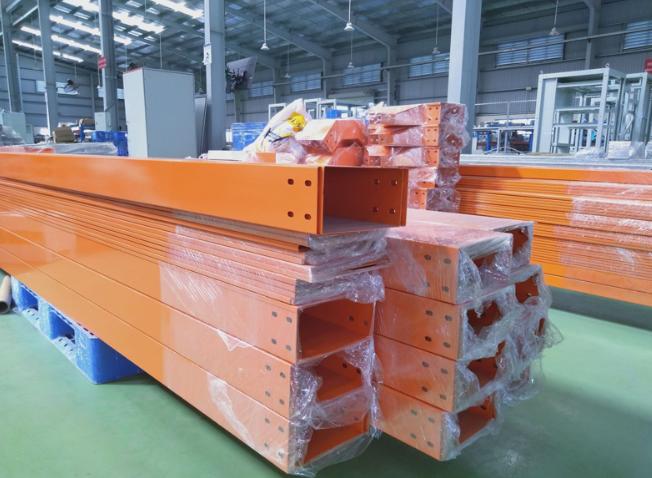 Hình minh họa: Máng cáp màu cam thường được dùng cho cáp điều khiển